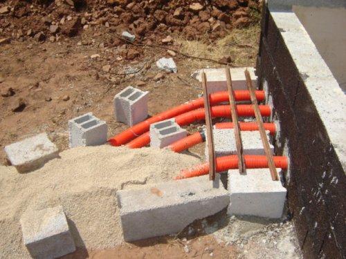 Construction de la piscine tuyauterie - Cable electrique exterieur enterre ...