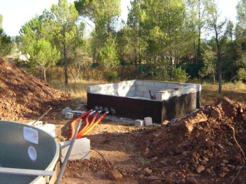 Construction de la piscine local technique for Local technique piscine semi enterree