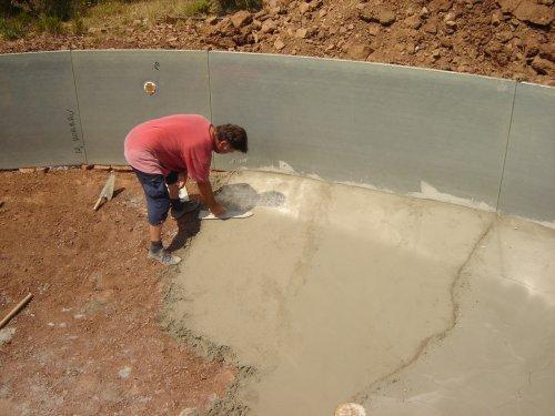 Construction de la piscine le radier for Piscine fait maison